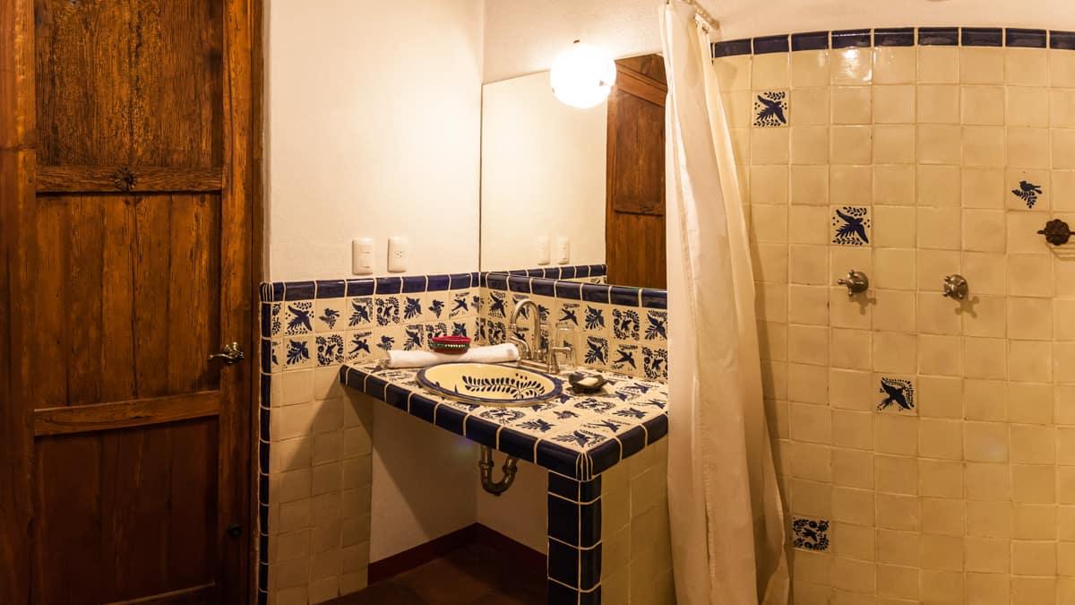 hotel en patzcuaro habitación minka ducha