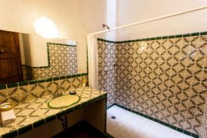 hotel en patzcuaro tsinarini baño ducha