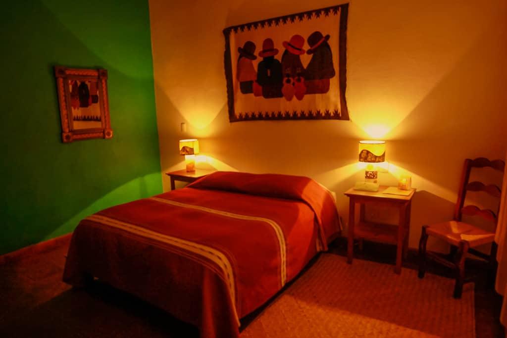 hotel en patzcuaro isawara luces