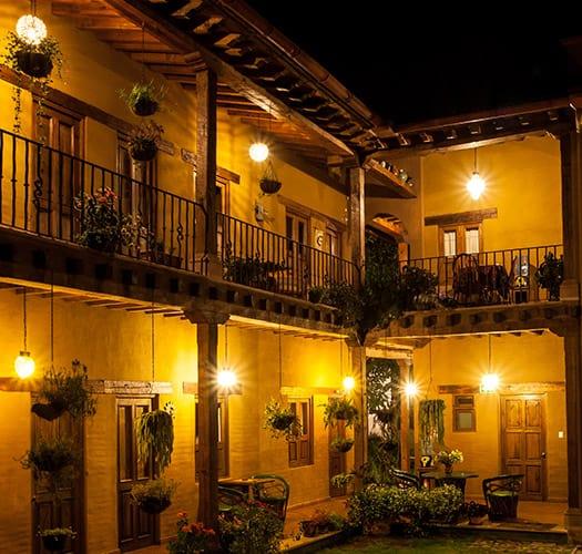 hotel posada yolihuani iluminacion interior noche